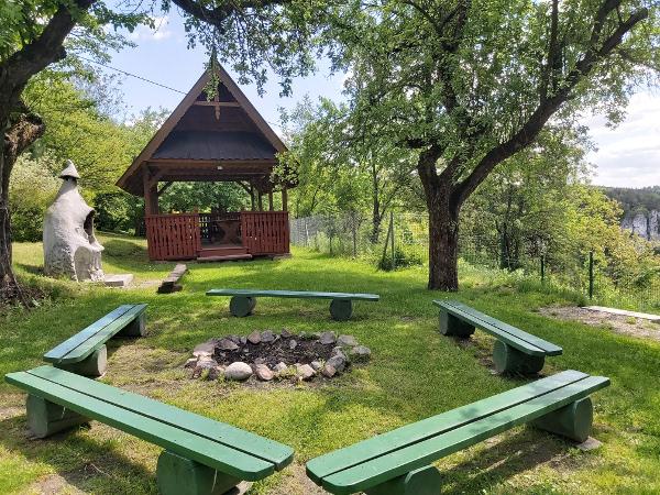 Grodzisko - miejsce na rekreację, grill i ognisko.